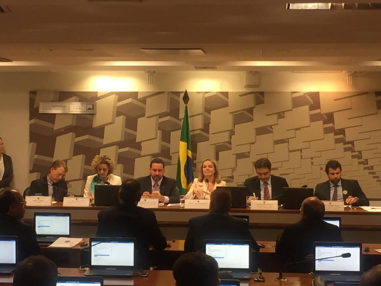 outor da Unicamp afirmou que PLP 257 compõe um conjunto de regras que engessa a autonomia dos estados, penalizando principalmente o servidor público